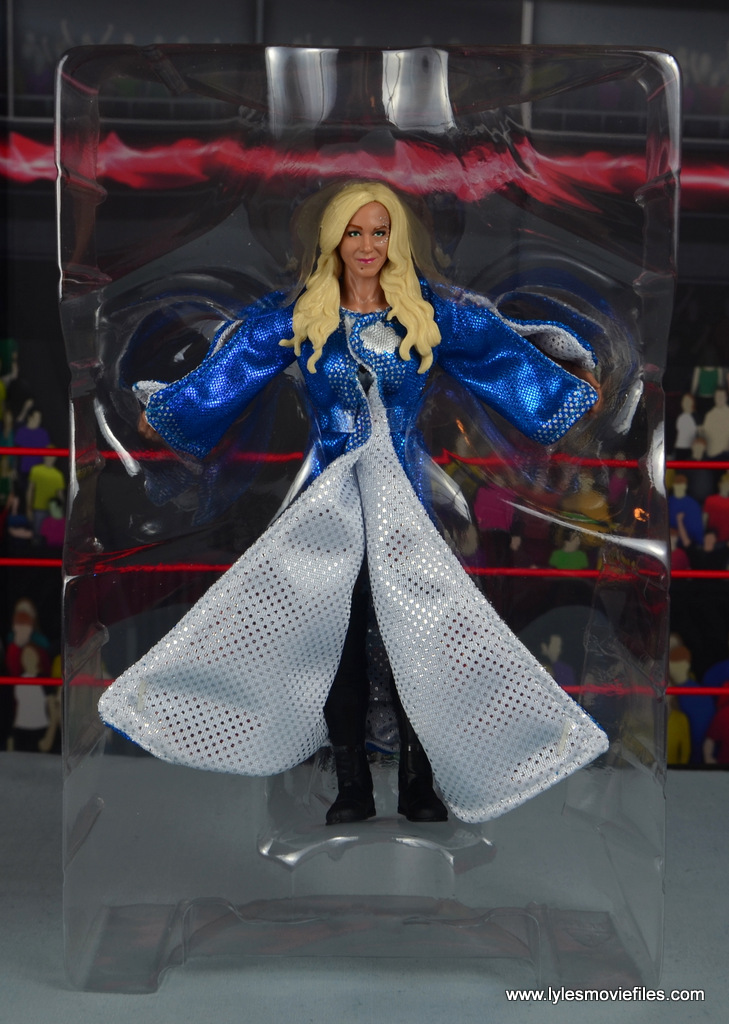 wwe elite 54 charlotte flair figure review - accessories in tray