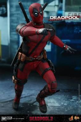 hot toys deadpool 2 figure -running