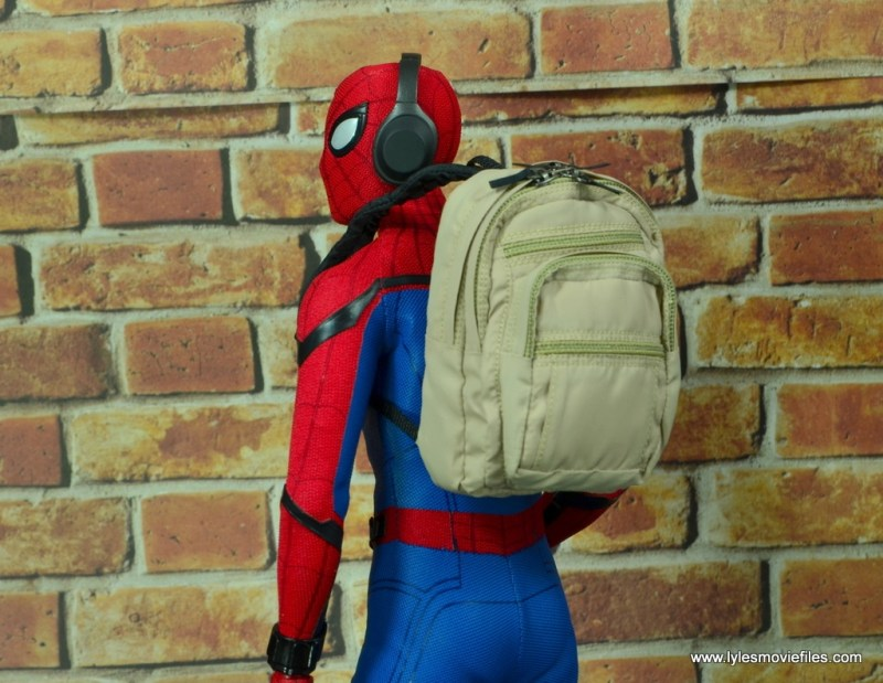hot toys spider-man homecoming figure review - backpack close up