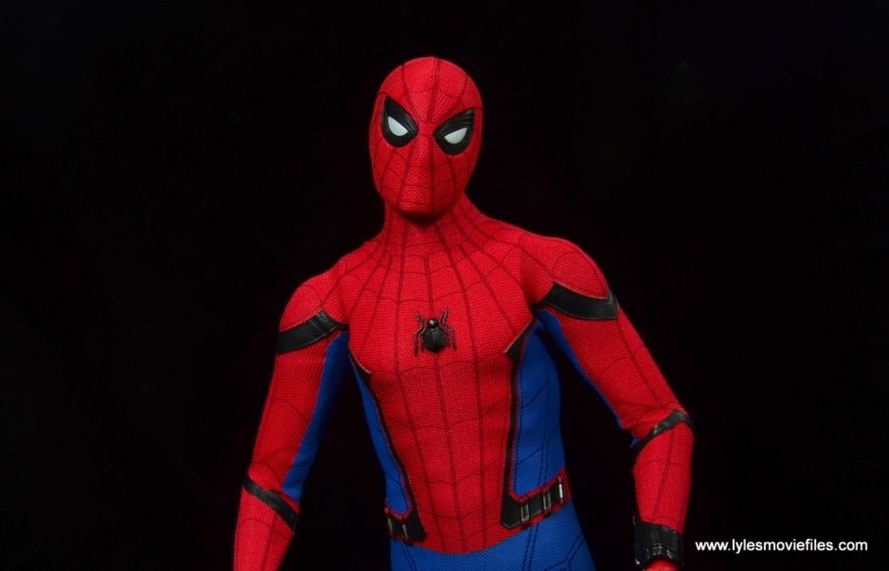 hot toys spider-man homecoming figure review - narrowed eyes