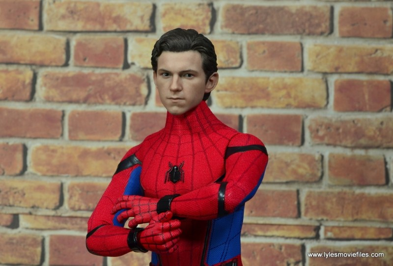 hot toys spider-man homecoming figure review - peter parker sculpt