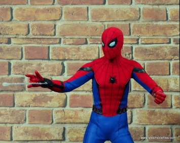 hot toys spider-man homecoming figure review - shooting web bullet
