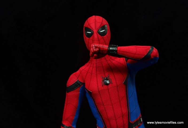 hot toys spider-man homecoming figure review - squinty eyed