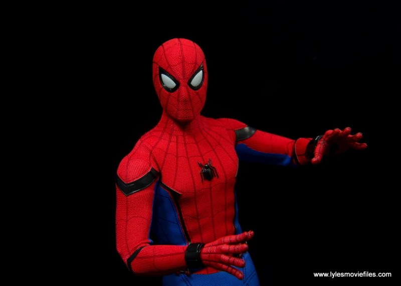 hot toys spider-man homecoming figure review - wide shot