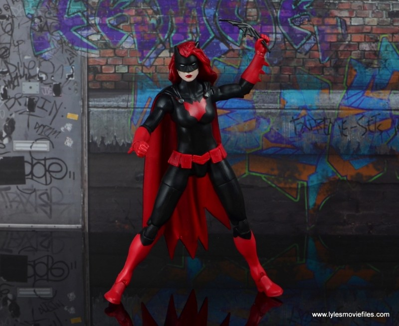dc multiverse batwoman figure review - aiming batarang