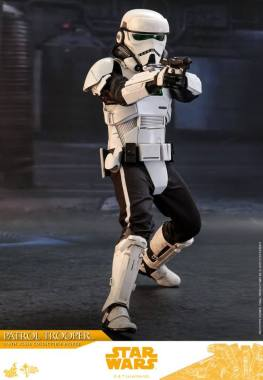 hot toys solo a star wars story patrol trooper figure -taking aim
