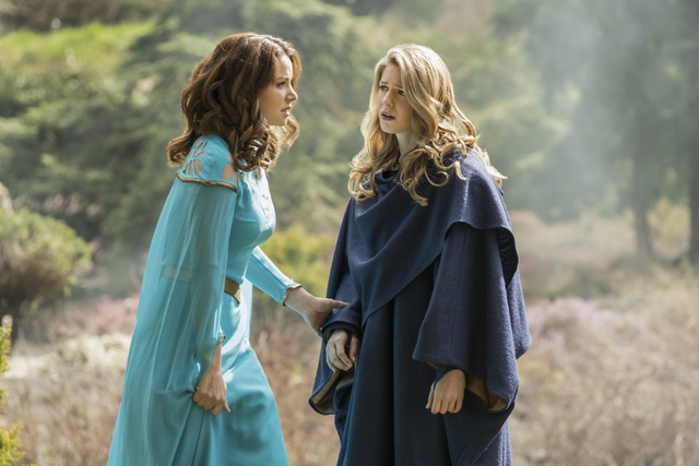 supergirl dark side of the moon - alura and kara