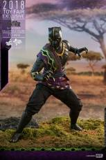 hot toys black panther t'chaka figure - ready for action