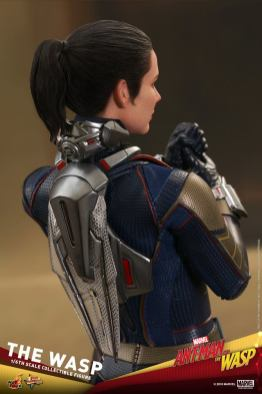 hot toys the wasp figure -backpack detail