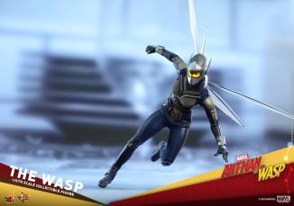 hot toys the wasp figure -figure flying