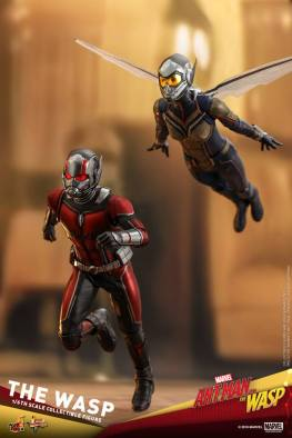 hot toys the wasp figure -going into battle with ant-man