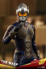 hot toys the wasp figure - wasp with pym device