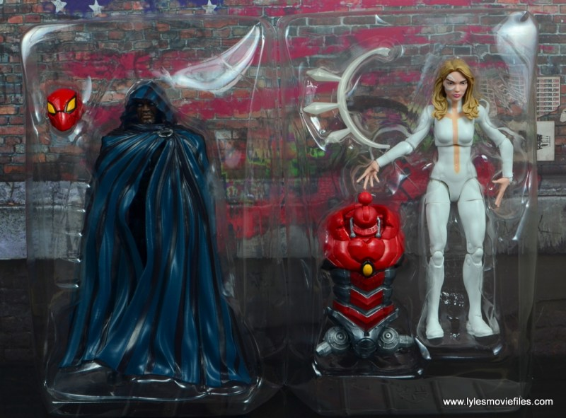 marvel legends cloak and dagger figure review - accessories in tray