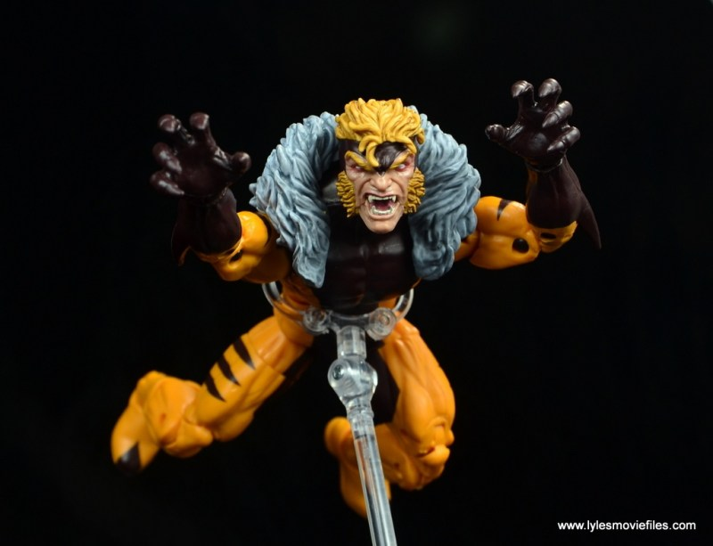 marvel legends sabretooth figure review - pouncing