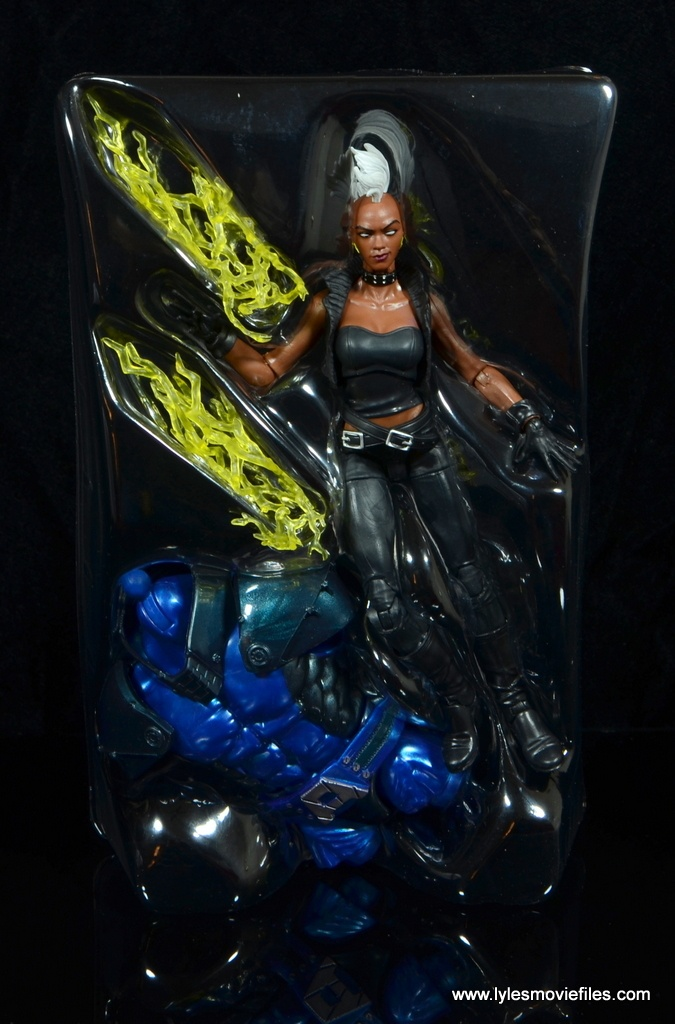 marvel legends storm figure review - accessories in tray