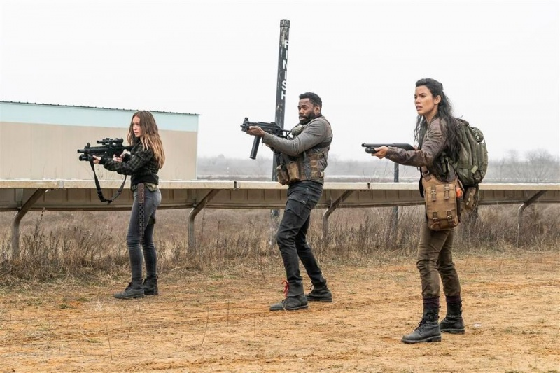 fear the walking dead the wrong side of where you are now review - alicia, strand and luciana