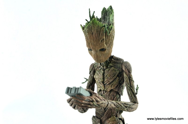 hot toys avengers infinity war groot and rocket review - groot with tablet