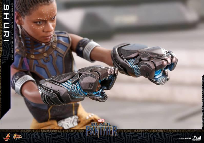 hot toys black panther shuri figure -gauntlets
