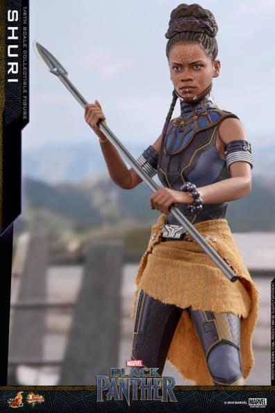 hot toys black panther shuri figure -grabbing spear