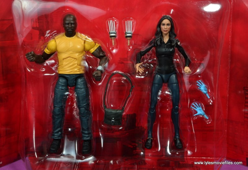 marvel legends luke cage and claire figure review - accesories in tray