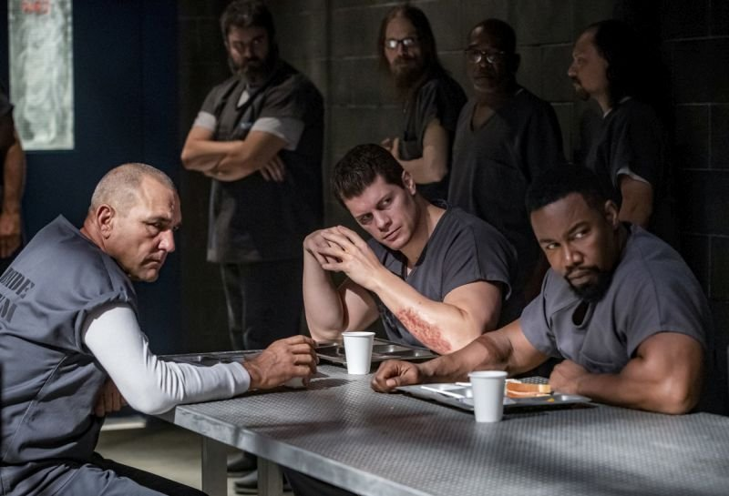 arrow-inmate-4587-vinnie jones, cody runnels and michael jai white