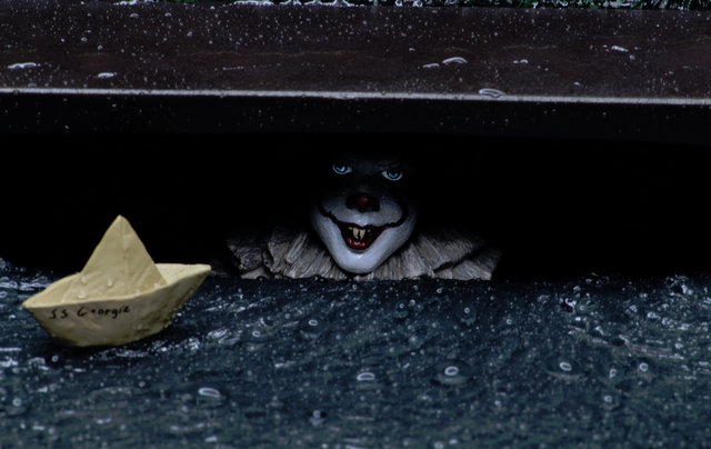 IT accessory pack – pennywise in the sewer