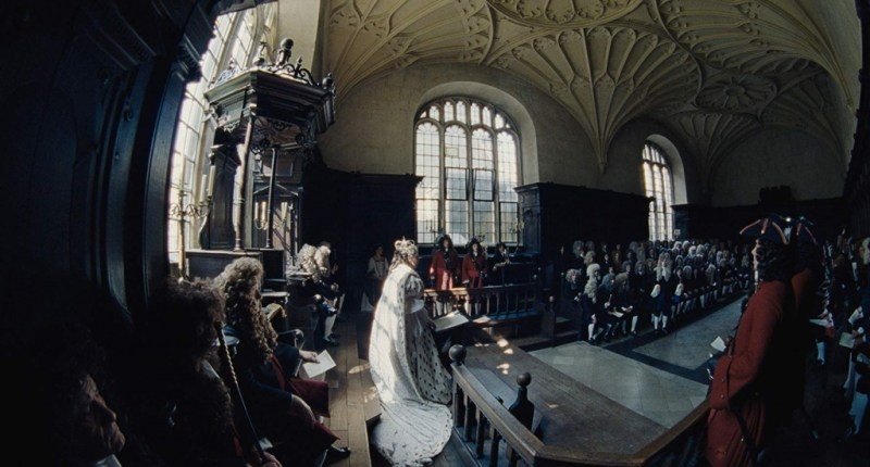 the favourite movie review - olivia coleman as queen anne