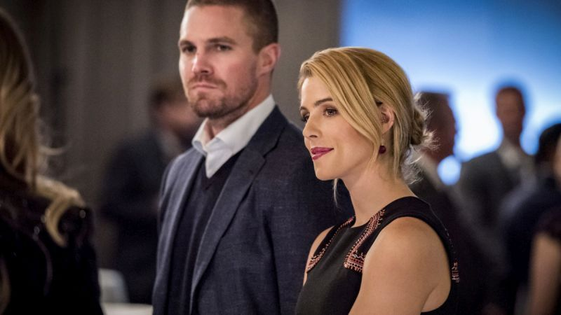 arrow unmasked review - oliver and felicity