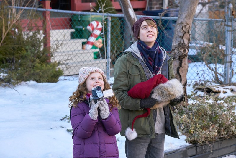 the-christmas-chronicles-review-darby-camp-and-judah-lewis