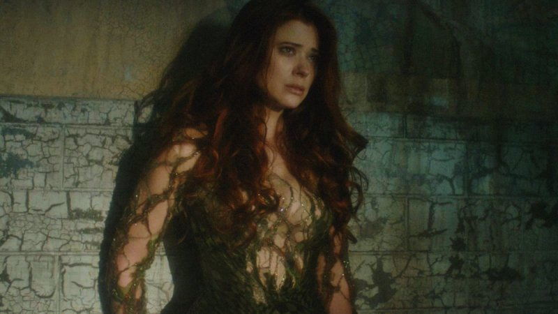 gotham trespasers review - ivy in poison ivy outfit