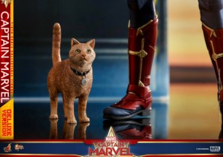 hot toys captain marvel deluxe figure -goose the cat closeup