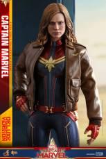 hot toys captain marvel deluxe figure -wearing jacket