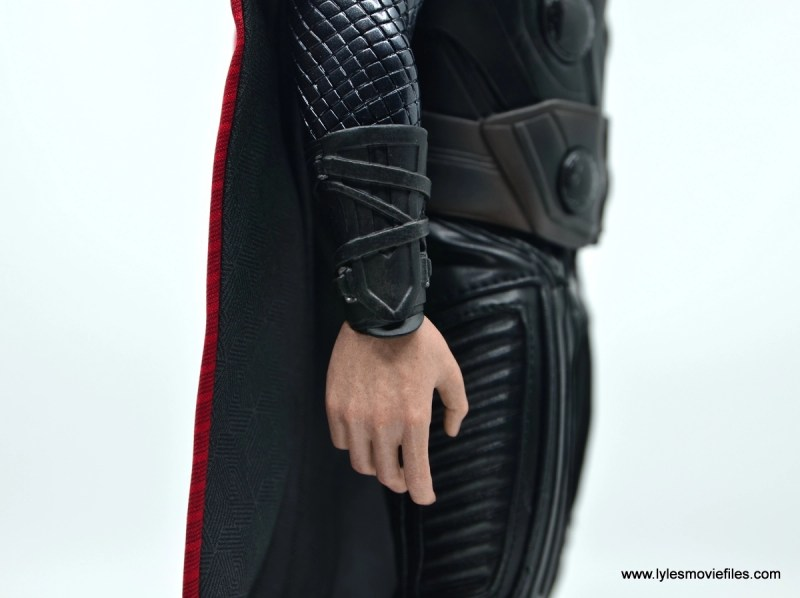 hot toys avengers infinity war thor figure review - gauntlet detail
