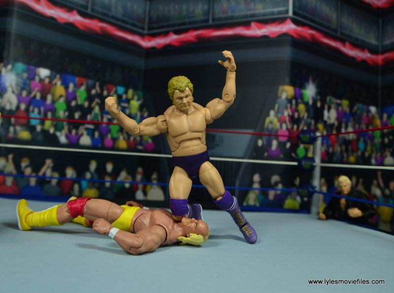 wwe elite king harley race figure review - kneepad to hulk hogan