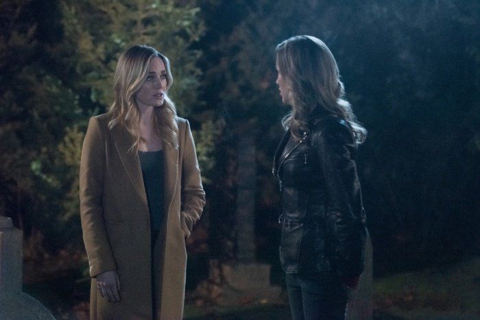 arrow lost canary review - sara and laurel