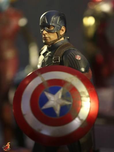 hot toys avengers endgame exhibit captain america side