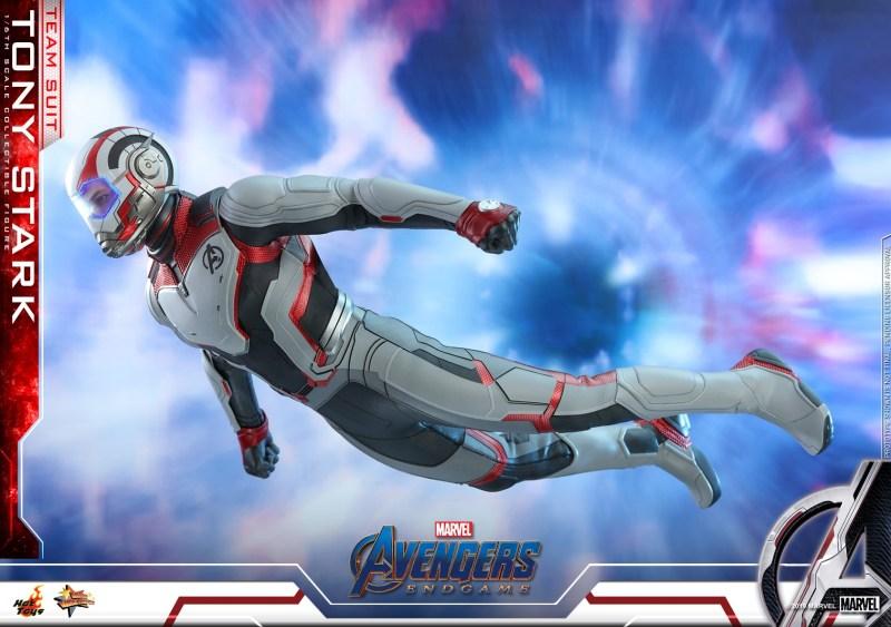 hot toys avengers endgame tony stark team suit - going through quantum realm