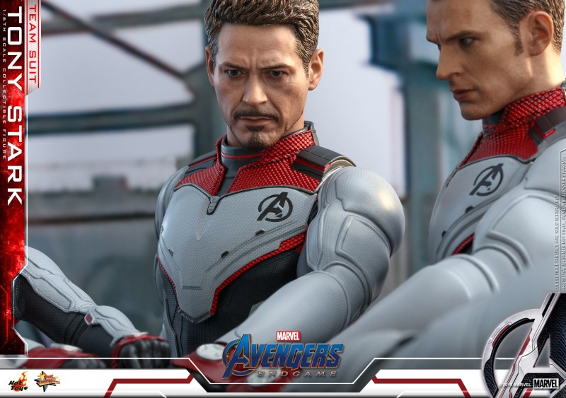 hot toys avengers endgame tony stark team suit -hands in with captain america
