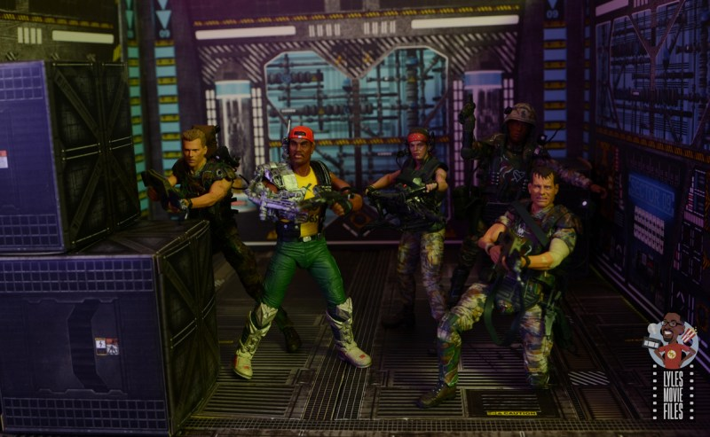 neca aliens sgt apone figure review - ready for battle with hicks, vasquez, frost and hudson