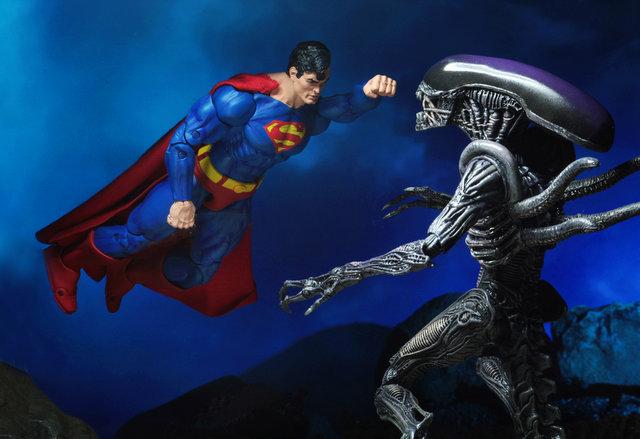 neca sdcc superman vs aliens set - flying