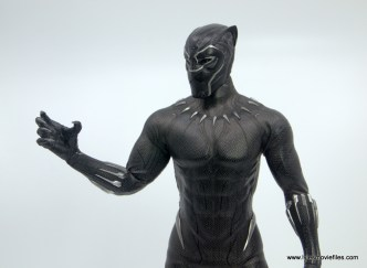 Hot Toys Black Panther figure review - claw hands up