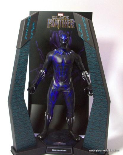 Hot Toys Black Panther figure review - light up base regular light