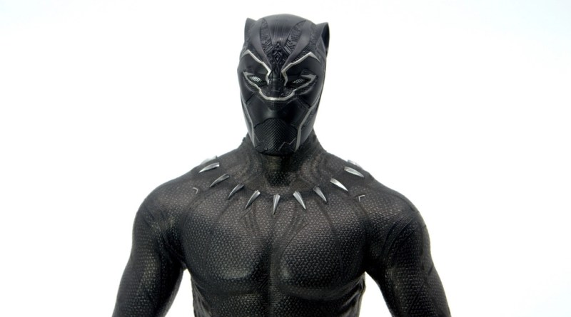 Hot Toys Black Panther figure review - main pic