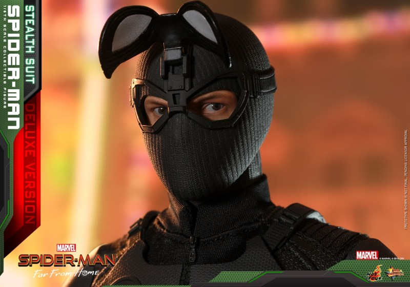 Hot Toys Spider-Man Stealth Suit Figure - eye pieces up