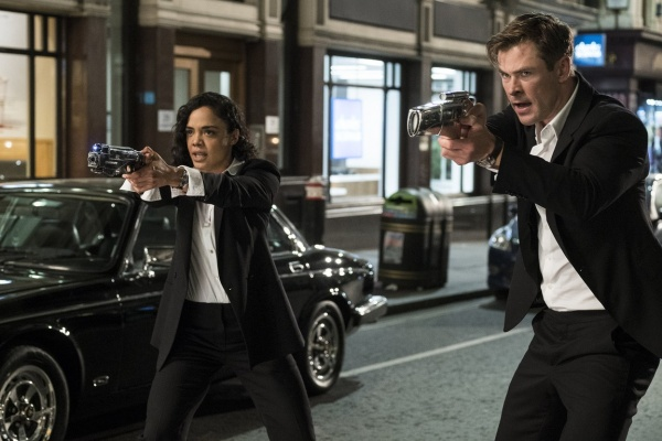men in black international review - tessa thompson and chris hemsworth