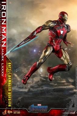 Hot Toys Avengers Endgame Iron Man Mark LXXXV Battle Damaged Figure - blade