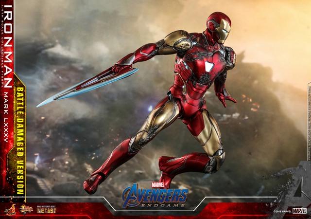 Hot Toys Avengers Endgame Iron Man Mark LXXXV Battle Damaged Figure - wide shot of blade