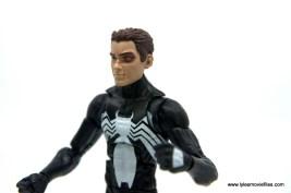Marvel Legends Kraven and Spider-Man two-pack figure review - battered peter parker left side