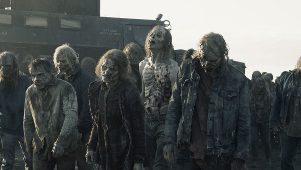 fear-the-walking-dead-skidmark-review-walker-herd