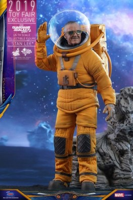 hot toys guardians of the galaxy vol. 2 stan lee figure - waving